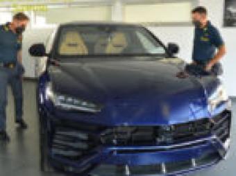 Commercio di auto di lusso di grossa cilindrata, operazione della Gdf a Sant'Egidio del Monte Albino