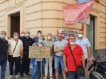 Scendono in piazza le maestranze delle Officine Antonio Buonocore