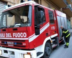 vigili_del_fuoco-fiancata_camion